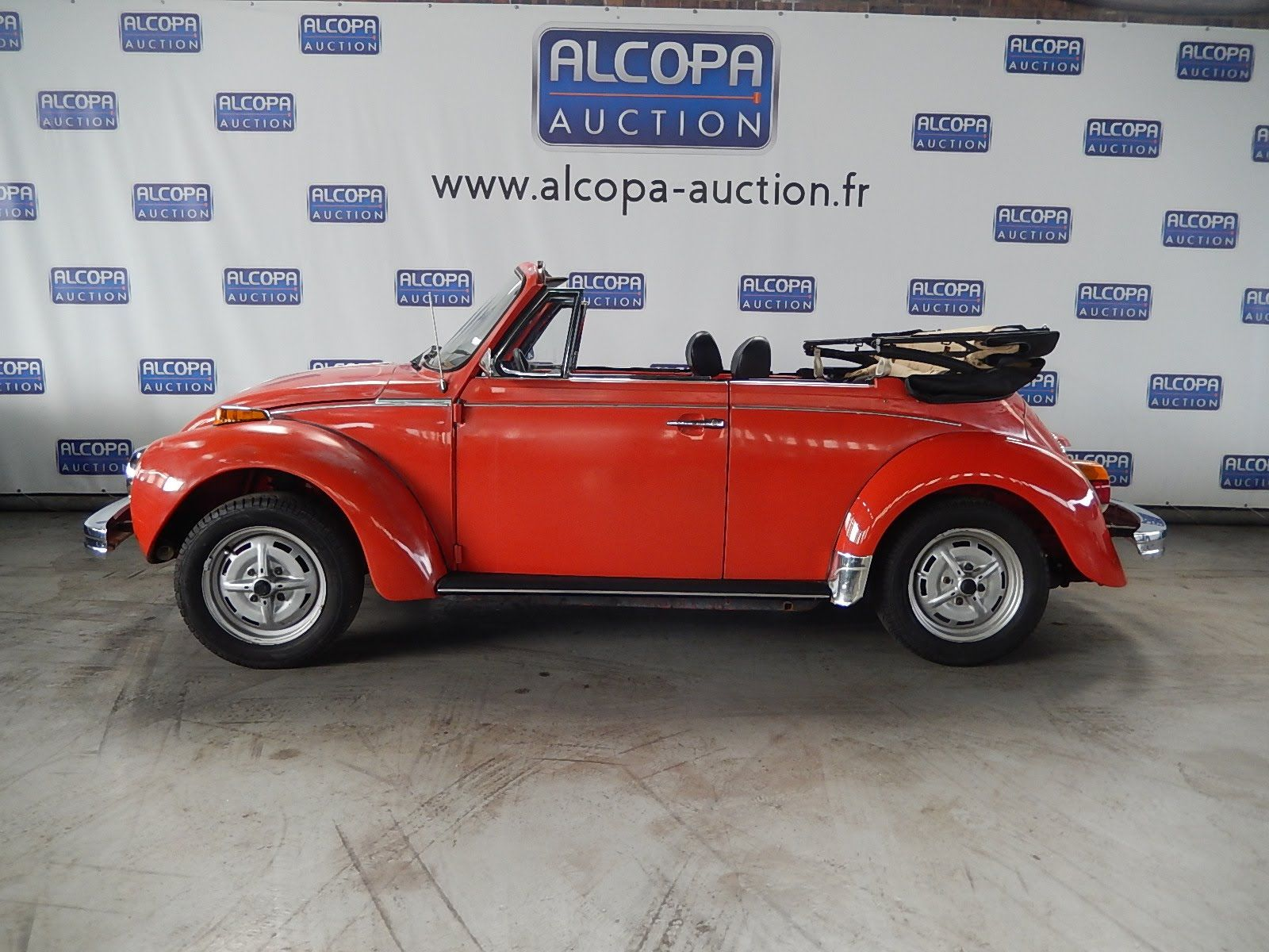 volkswagen coccinelle cabriolet alcopa auction. Black Bedroom Furniture Sets. Home Design Ideas
