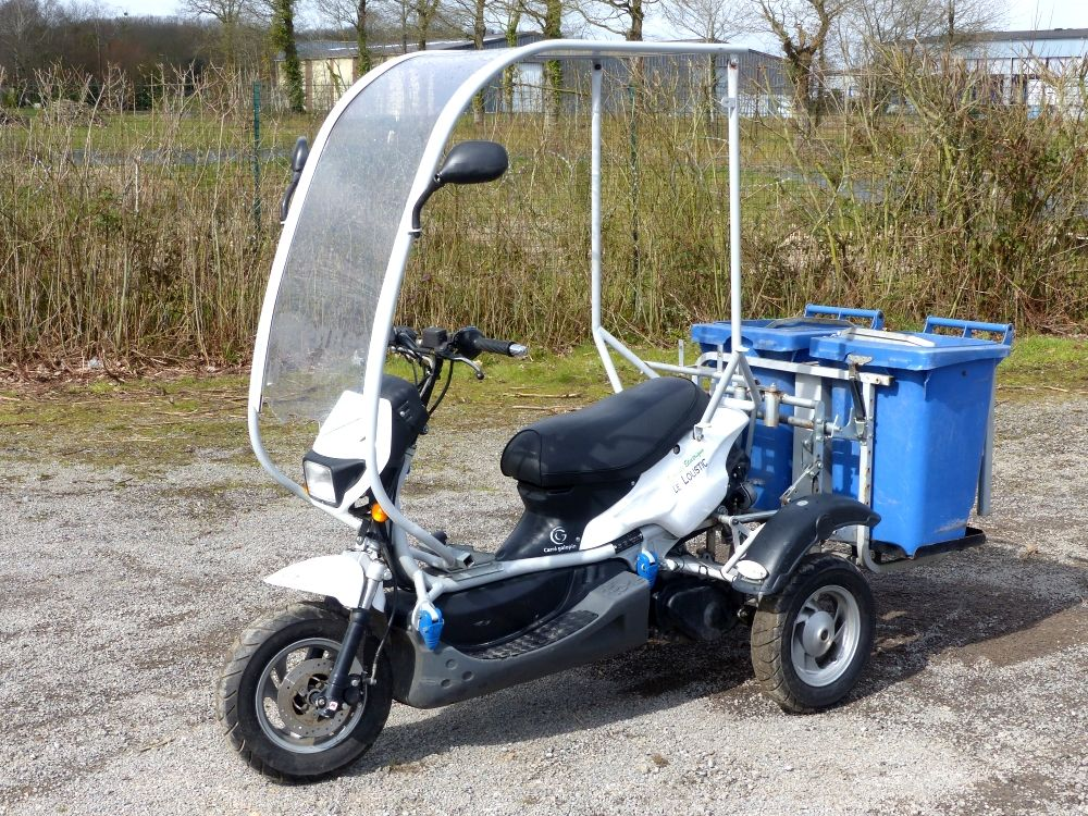 carre galopin loustic scooter electrique le loustic tlve. Black Bedroom Furniture Sets. Home Design Ideas