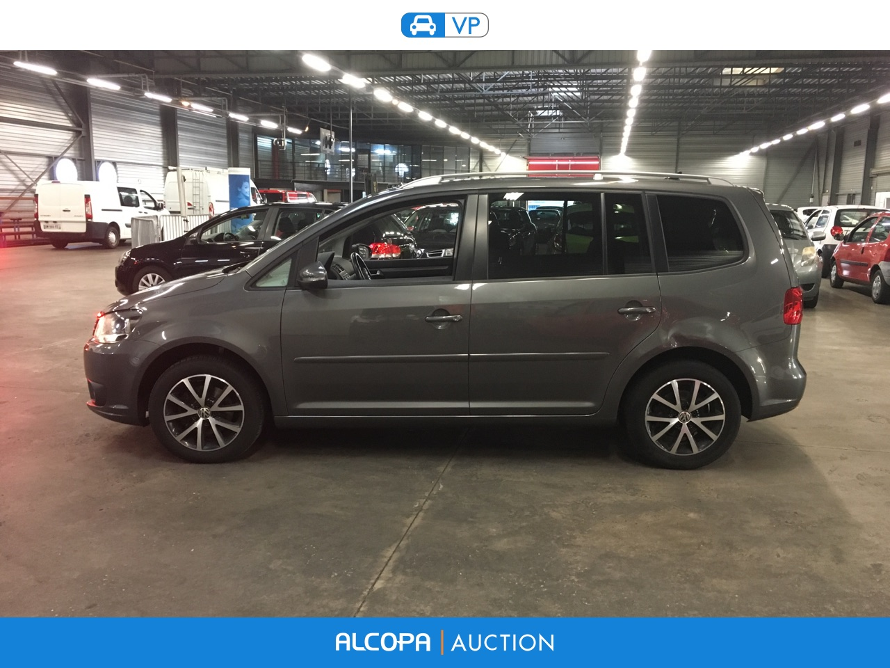 volkswagen touran touran 1 6 tdi 105ch bluemotion technology fap confortline b nancy. Black Bedroom Furniture Sets. Home Design Ideas