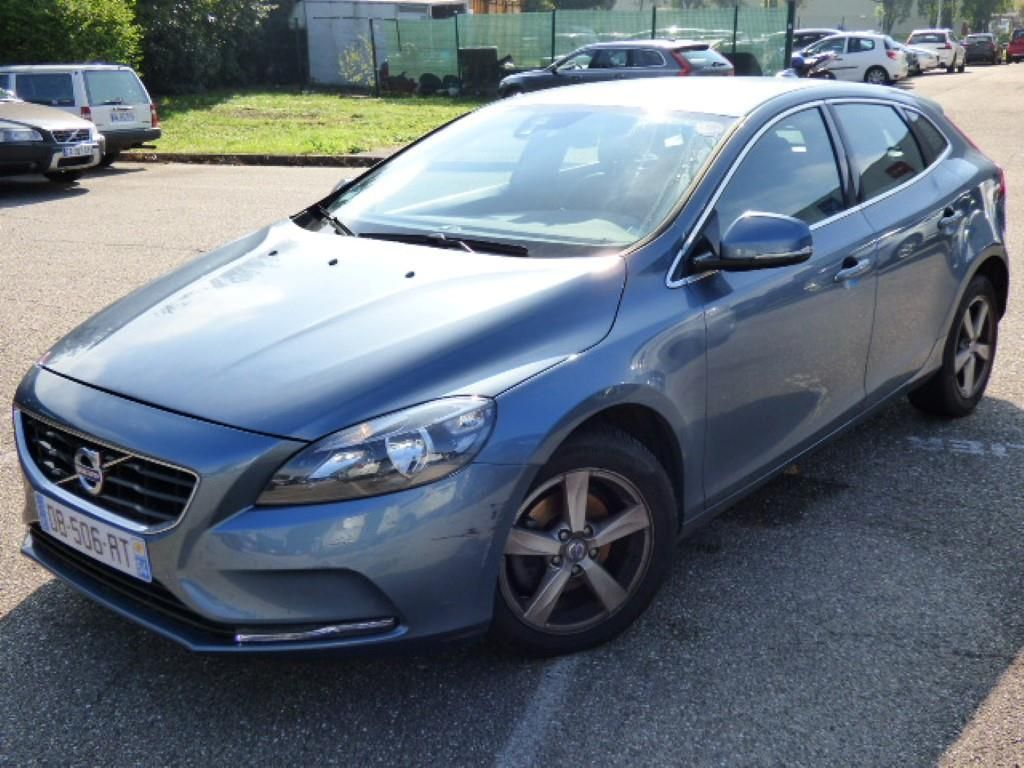 volvo v40 business 03 2012 11 2016 v40 business d2 115 momentum business alcopa auction. Black Bedroom Furniture Sets. Home Design Ideas